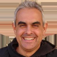 <p>Professor de Llengua i Literatura Catalana a Secundària, membre de diversos moviments socials del Camp de Tarragona, de la CUP i de la CGT de Tarragona, del Col·lectiu Independentista del Priorat, de l'Ateneu Llibertari Alomà… Ha publicat els seus articles en dos llibres a banda de col·laborar en altres publicacions. Ha treballat com a periodista, manobre, home de casa i pagès. Escriu poemes i toca la guitarra i canta al grup Llunàtics.</p>