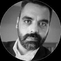 Jofre Llombart és santcugatenc des que va nèixer (a Barcelona) el 1975. És sots-director del <em>Món a RAC-1</em> després de 12 anys a Catalunya Ràdio. En aquesta emissora ha estat coordinador del <em>Matí de Catalunya Ràdio</em>, cap de redacció d'Informatius, corresponsal a Madrid i redactor especialitzat en política catalana. És llicenciat en periodisme i post-graduat en Comunicació Política de l'ICPS. Ha donat classes de locució de ràdio a la Facultat de Comunicació Blanquerna de la Universitat Ramon Llull.