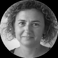 <p>Psicòloga. Ha treballat durant més de deu anys al Centre Internacional Escarré per a les Minories Ètniques i les Nacions (CIEMEN) i també ha estat directora de Linguapax, organització no governamental que treballa per la preservació i promoció de la diversitat lingüística al món. És presidenta de la FOCIR (Federació Catalana d'Organitzacions Catalanes Internacionalment Reconegudes). Col·labora amb diversos mitjans de comunicació.</p>