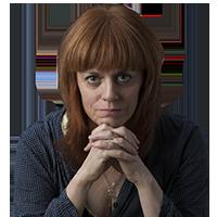 <p>Valls, 1968. Periodista i narradora. Ha treballat per al setmanari El Temps i l&#39;Avui i actualment ho fa a Serra d&#39;Or i Revista de Catalunya. Va ser cap de premsa del Grup 62 durant cinc anys. <em>De m&eacute;s verdes en maduren</em>&nbsp;(A Contravent, 2018) &eacute;s el seu debut literari.</p>