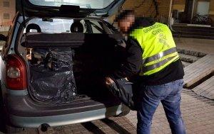 Els agents van trobar el tabac a l'interior del maleter d'un Citroën Xsara matrícula espanyola.