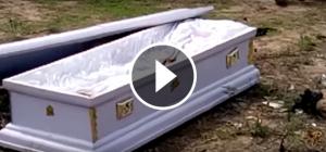 S'enduen un cadàver en ple enterrament per cobrar un deute