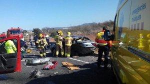 Una furgoneta i dos cotxes han tingut un accident