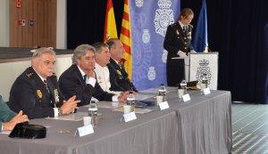 Imatge de l'acte, presidit per Yubero, i per altres autoritats policials.