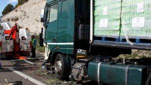 Un camioner mor atropellat per un altre camió a l'A-2 a Ribera d'Ondara