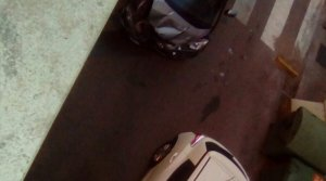 Dos cotxes topen al barri de Ca n'Aurell de Terrassa