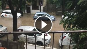 El carrer de Montbrió del Camp de Reus, inundat.