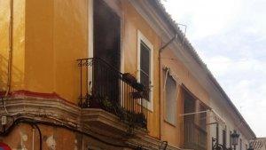 Habitatge incendiat a Manises.
