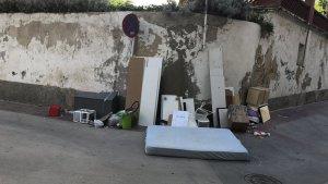 L'abocador improvisat de Torredembarra ha desesperat els veïns del carrer Escaletes