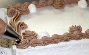 Pastís de nata farcit de trufa clara