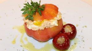 Tomàquets de Montserrat farcits amb tonyina i ou dur