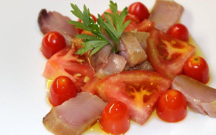 Bonítol salat amb tomàquet