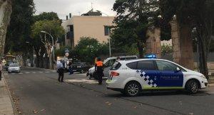 Fins al lloc dels fets s'hi ha desplaçat una dotació de la Policia Local i una del SEM