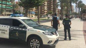 Imatge del moment de la detenció a càrrec de la Guàrdia Civil