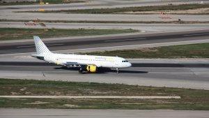 La companyia ha fet fora sis passatgers de l'avió