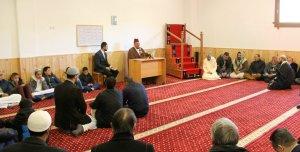 L'imam ha recitat uns versos de l'Alcorà.