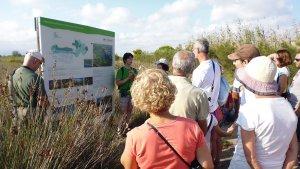 Una de les visites guiades que es realitzen a l'espai natural de la Séquia Major