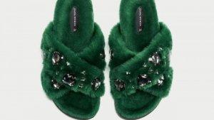 Uno de los modelos de zapatos peludos de Zara.