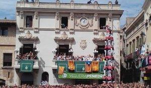 4 de 9 sense folre que la Vella va regalar a la plaça de la Vila vilafranquina el passat Sant Fèlix.