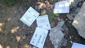 Cartells i escrits a mà al domicili d'Antonio López