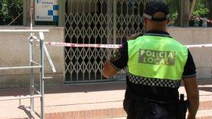 Detingut un home per tallar dos tendons a un policia local a Viladecans
