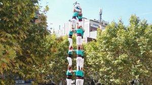 El 3 de 9 amb folre dels Castellers de Vilafranca a la Festa Major d'Esplugues.