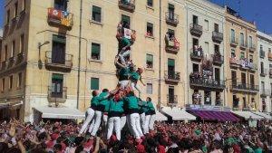 Els Castellers de Sant Pere i Sant Pau, eufòrics després de descarregar el seu primer pd7f a Tarragona.