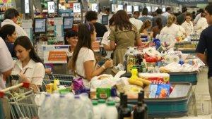 Imatge d'arxiu de la cua al supermercat