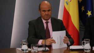 Imatge del ministre d'Economia, Luis de Guindos, a la roda de premsa posterior al Consell de Ministres