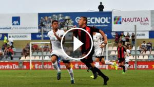 La lluita de Querol ha provocat el penal a favor de l'equip en els primers minuts de joc