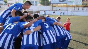 La UD Torredembarra celebra la salvació a l'última jornada de lliga