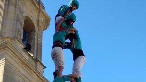 Pom de dalt del 2 de 7 dels Castellers de Sant Pere i Sant Pau.