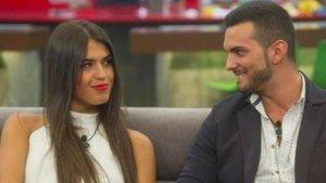 Sofía y Suso intercambiando miradas cómplices
