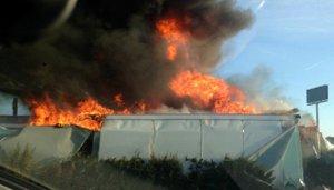 Tallen l'autovia A2 a Mollerussa per un camió que crema a la mitjana