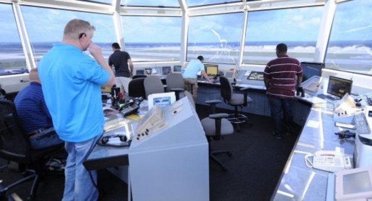 El puesto de controlador aéreo es uno de los empleos en los que se gana más dinero