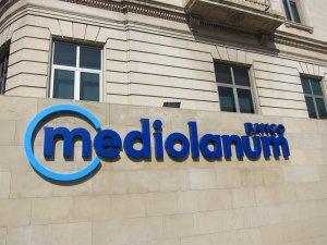 1-O.- Banc Mediolanum trasllada el seu domicili social de Barcelona a València