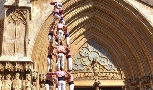 4 de 8 dels Xiquets de Tarragona davant de la catedral.