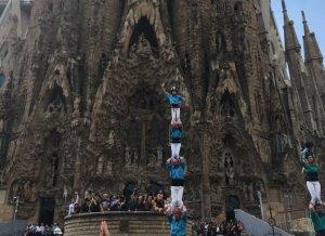 5d7, 7d7 i 4d7 dels Castellers de Terrassa davant l'obra mestra de Gaudí