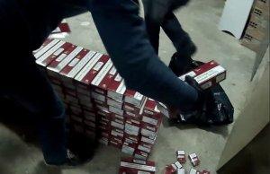 Alguns dels paquets de tabac requisats en l'operació