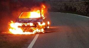Dos personas han muerto calcinadas dentro de su vehículo.