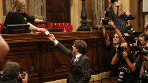 El Parlament de Catalunya ha declarat la independència amb 70 vots a favor