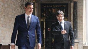 El president de la Generalitat, Carles Puigdemont, i el secretari general del PSOE, Pedro Sánchez.