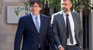 El president Puigdemont i el l'exconseller Santi Vila