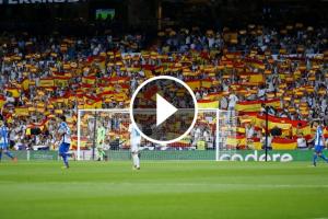 El Santiago Bernabéu, ple de banderes espanyoles.