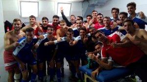 El vestidor del CF Reus celebra la victòria al camp de L'Hospitalet