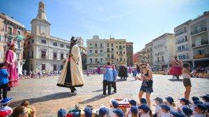 Els Gegants de Reus i la Mulassa ballen per Corpus