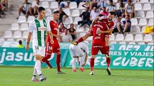 Els grana celebrant un dels dos primers gols de la jornada al Nuevo Arcángel