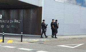 Imatge d'agents del GAR de la Guàrdia Civil a l'Aeroport de Reus.