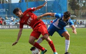Jugada del partit del Terrassa FC amb l'Espanyol B