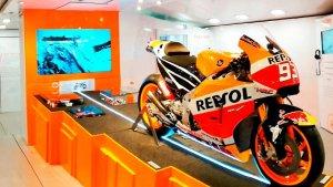 La moto de Marc Màrquez és el gran atractiu de la mostra